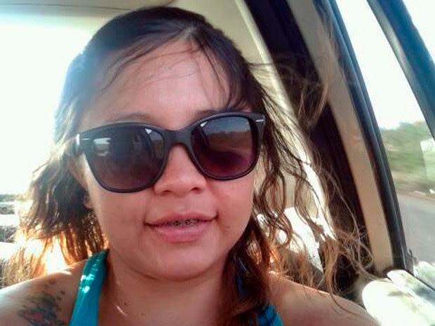 Fabiene enviou foto para mostrar que está alegre com o resultado da cirurgia (Foto: Arquivo Pessoal)