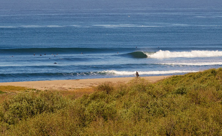 A right hand wave: surf right   Photo: Hurley