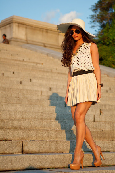 Nude-pumps-alejandro-ingelmo-shoes-neutral-straw-hat-marley-lilly-hat_400