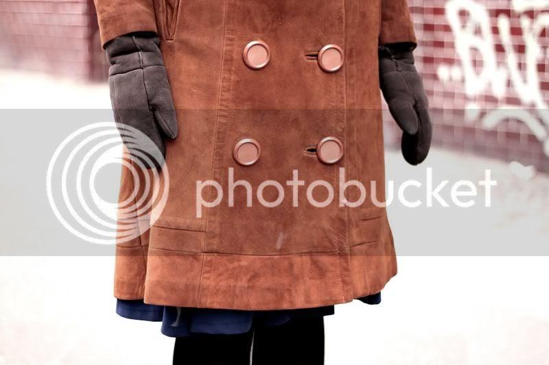 vintage mantel leder cognac knöpfe lammfell handschuhe