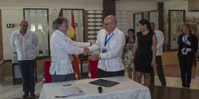 Firman proyecto del Complejo Turístico de Golf Punta Colorada