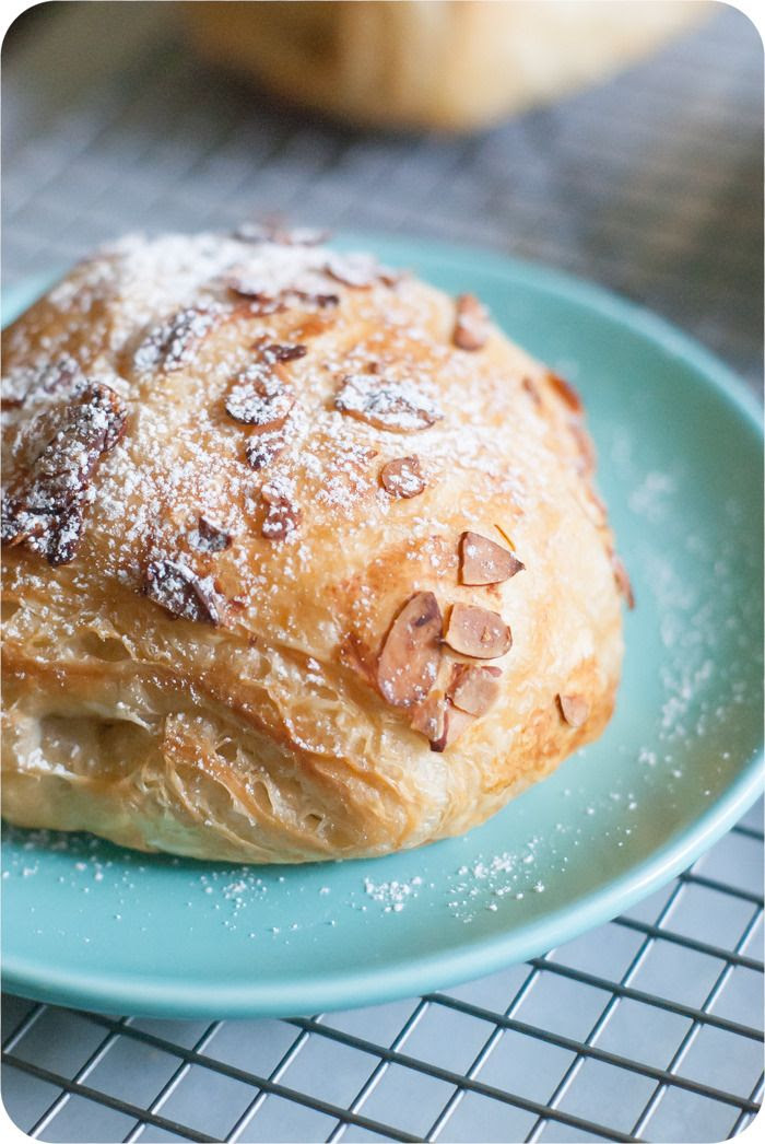 trader joe's almond croissants review