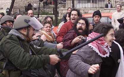 Polic?as israel?es reprimen una manifestación pro Derechos Humanos en Ramala