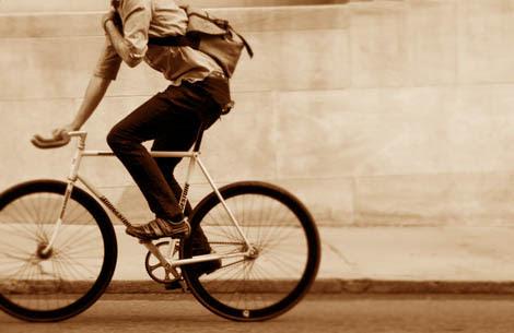 Resultado de imagem para jovens de bicicleta