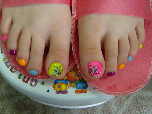 colorful toe naildesign