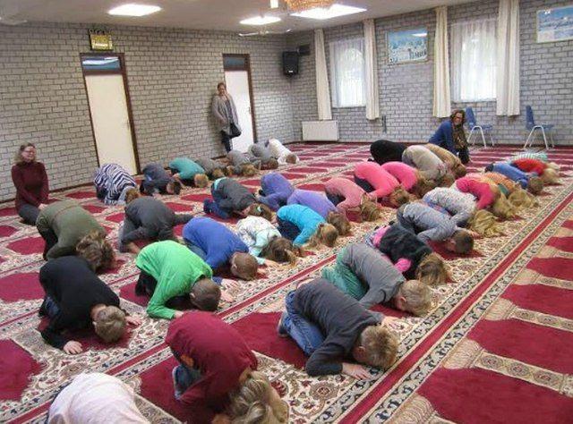 photo dutch_children_forced_mosque_visit_zpsi0gafpnu.jpg