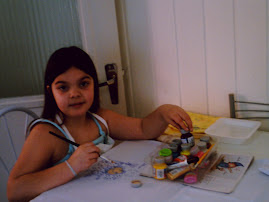 Essa é minha aprendiz de arteira.... a Yasmin..... minha filhotinha