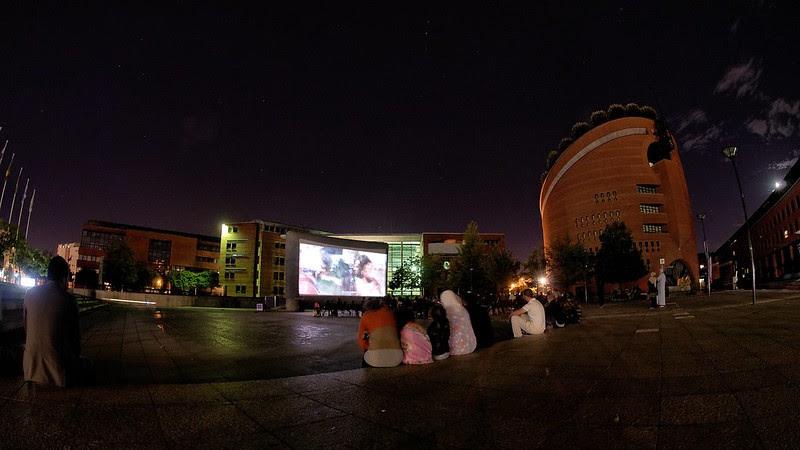 Evry Daily Photo - Cinema de Plein Air - Place des Droits de l homme 10