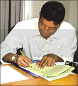 Syed Nayeemuddin, former India player and coach, signs the agreement to become Bangladesh national team's coach at the Bangladesh Football Federation Bhaban.