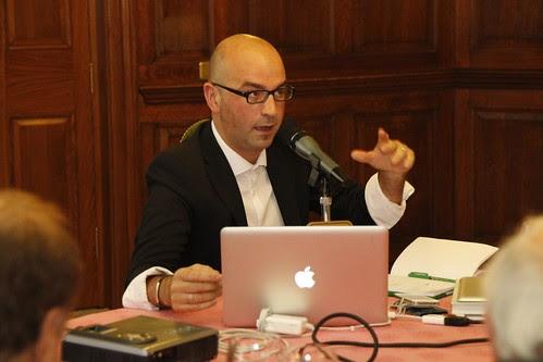 Igor Calzada ante el Grupo Vasco del Club de Roma