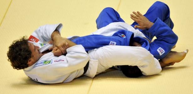 http://www.judoctj.com.br/wp-content/uploads/2011/12/flavio-canto-newaza-judo.jpg