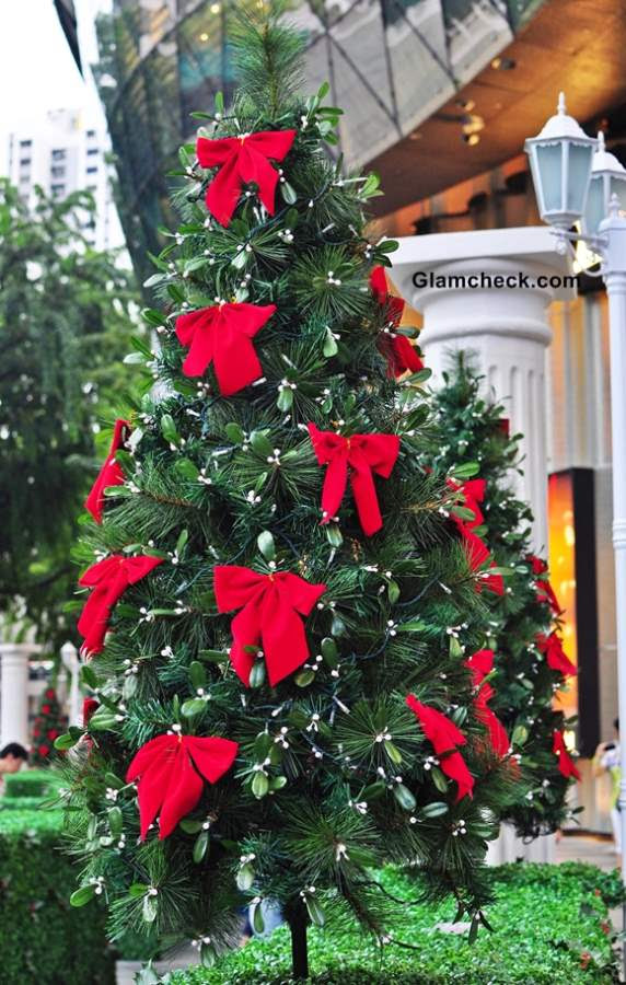Christmas Tree Bows Red.Christmas Tree Decorations Red Bows Decorating Ideas