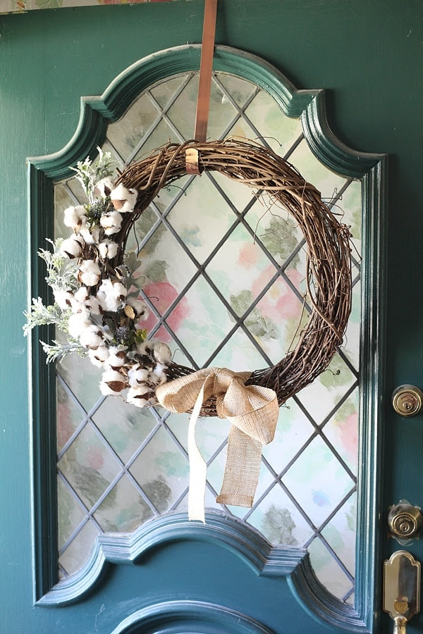This easy DIY Fall wreath from www.runtoradiance.com is so cute and can be put together in under an hour. Love it!_0012