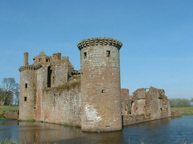 File:Caerlaverock Castle - geograph.org.uk - 1211185.jpg