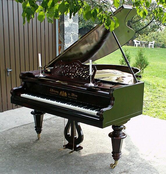 Archivo:Piano Pokorny 1905.JPG