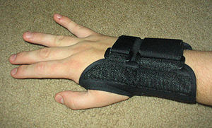 A rigid splint can keep the wrist straight.
