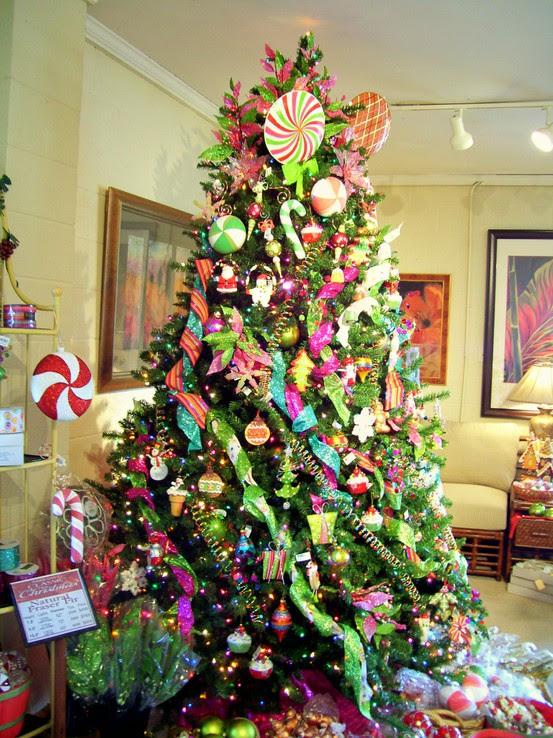 54 Colorful Christmas Inspiring Decor Ideas - 20 - Pelfind