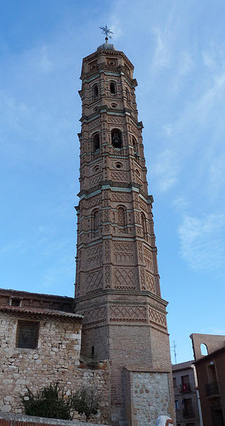File:Muniesa - Torre de la iglesia de la Asunción.jpg