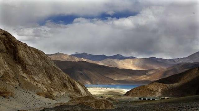 India China Standoff: पैंगोंग झील के उत्तरी तट पर बेहतर पोजिशन में हैं भारतीय सैनिक