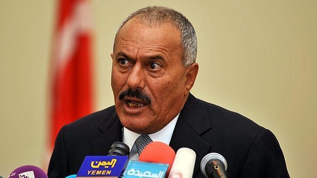 Alí Abdalá Saleh renuncia introducir enmiendas en la Constitución que le permitirían perpetuarse en el poder, un día antes de las protestas