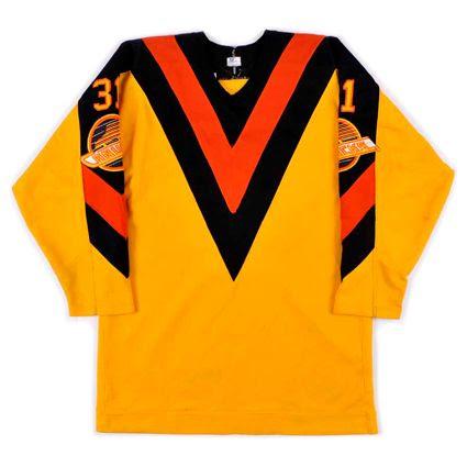 photo Vancouver Canucks 1982-83 F jersey.jpg