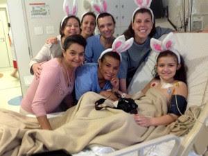 Caliane ganhou ovo de Páscoa das enfermeiras no hospital (Foto: Gislaine Clara Boni/Arquivo pessoal)
