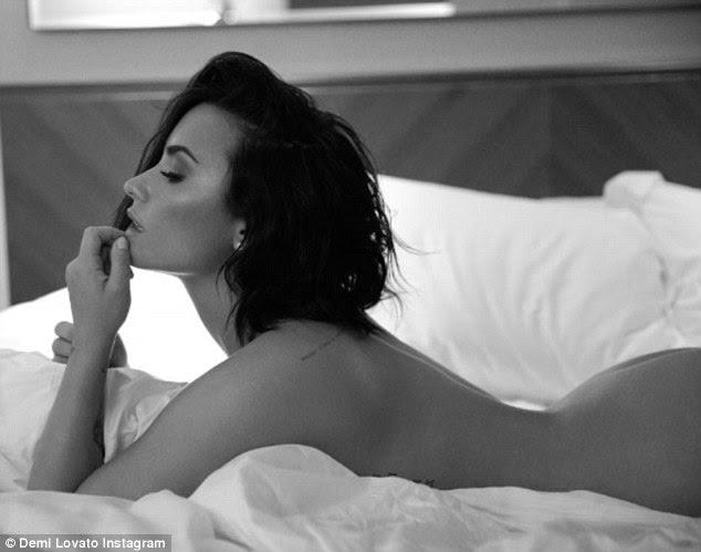 Entre as folhas: Demi Lovato compartilhada várias fotos preto e branco sensuais para Instagram na quinta-feira