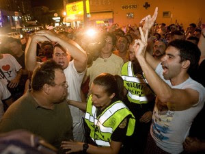 """Screaming, frothing (but pro Juanes) """"Cubans"""" arrested on Calle Ocho"""