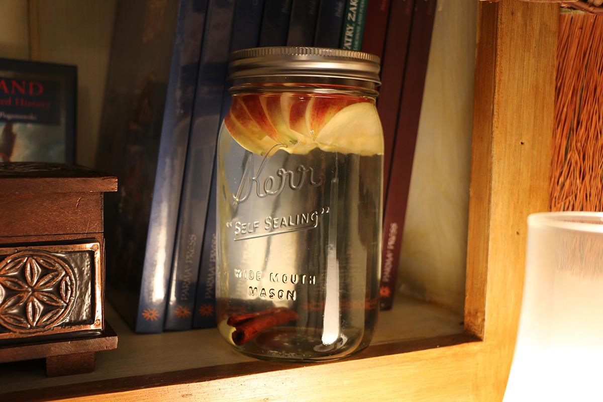 apple-cinammon-infused-water
