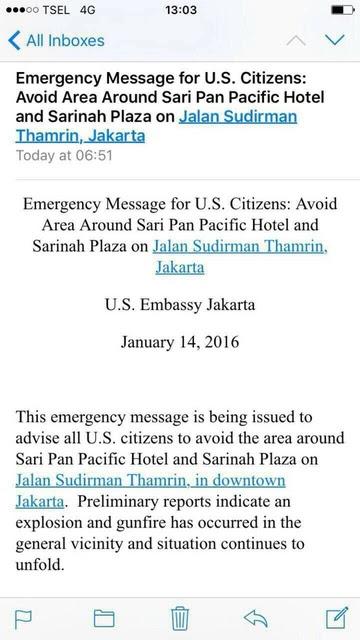 Pesan dari Kedutaan Amerika Serikat yang meminta agar warga AS menghindari area Sarinah. Pesan tertulis sudah dikirim sejak pukul 06.51 pagi. Foto @Uang_Kita