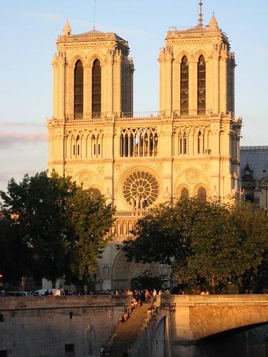 Notre Dame y la puesta de Sol