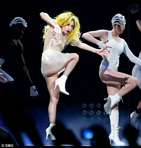 Nascido performer: Lady Gaga no palco durante a turnê dela monstro da bola do ano passado