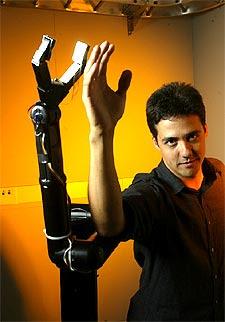 Resultado de imagen para brazo robotico movido con el cerebro