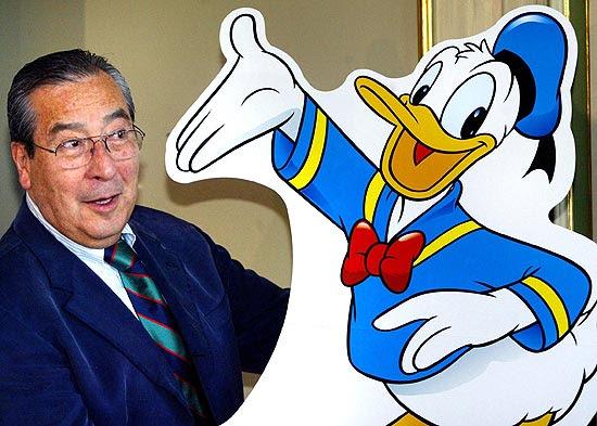 Víctor Arriagada Ríos, desenhista do Pato Donald para a Europa, posa para foto em 2004