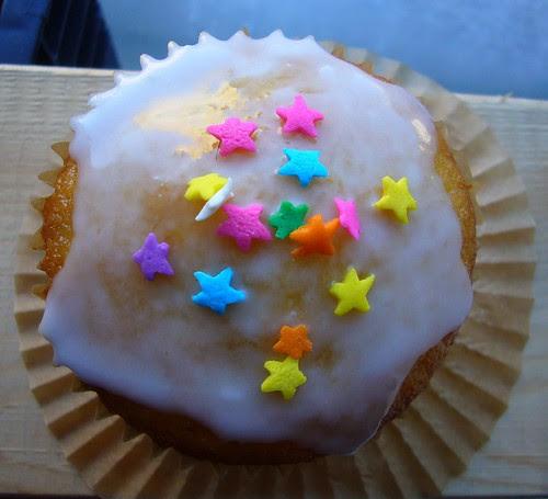 Lemon-almond cupcakes