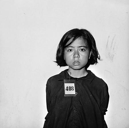 Niña prisionera en Tuol Sleng