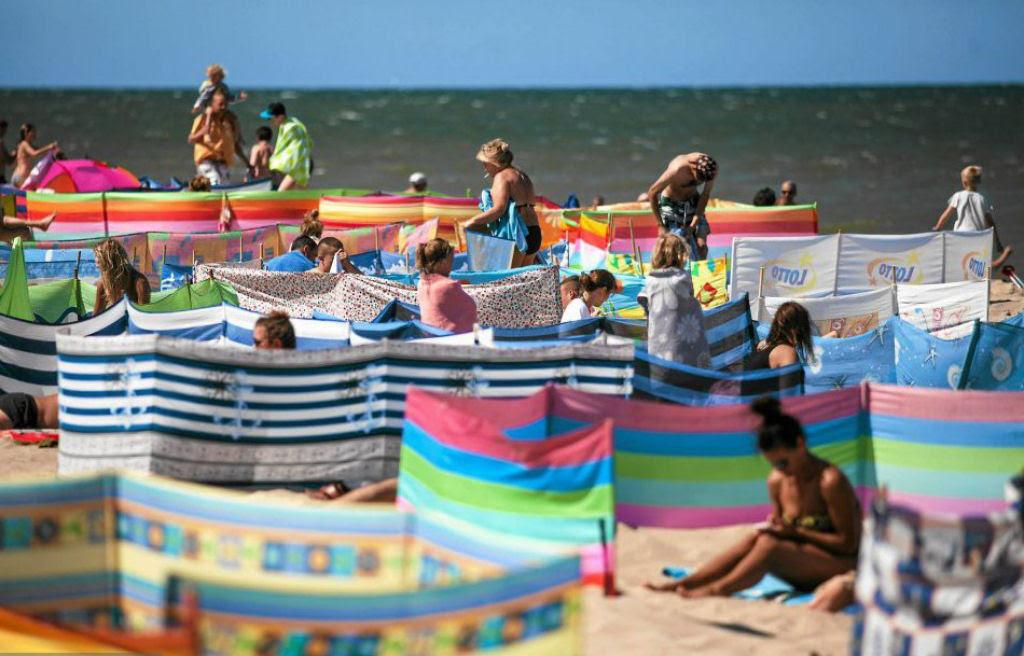 Separadores de espaço na praia, uma tradição polonesa 17