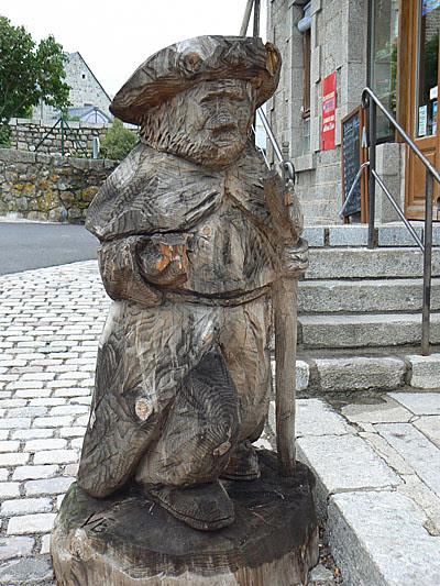 pèlerin en bois.jpg