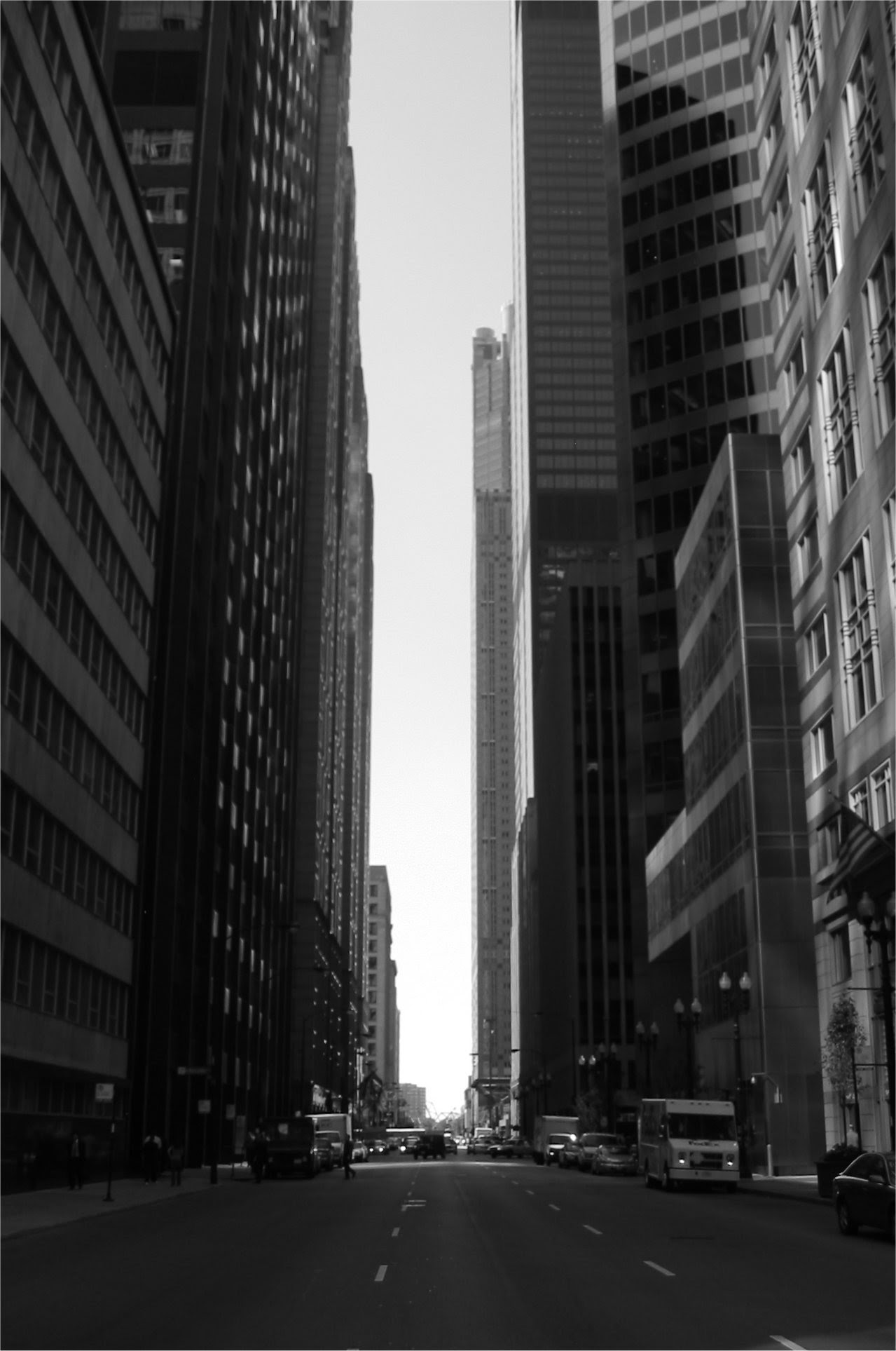 Chicago's Sears tower in a canyon of building ... soul-amp.com