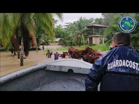 Autoridades colaboran en la atención de afectados por inundaciones en Limón