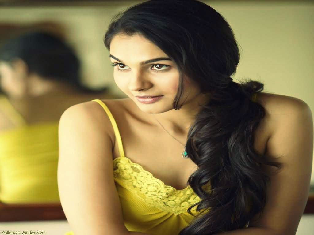 Tamil Actress Andrea Jeremiah Hot Photos - Sexy Actress Pictures | Hot Actress Pictures