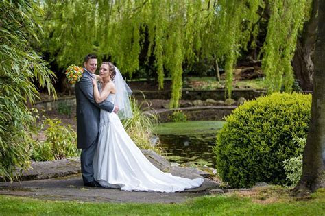 Landscaped grounds for beautiful photographs. Weddings at