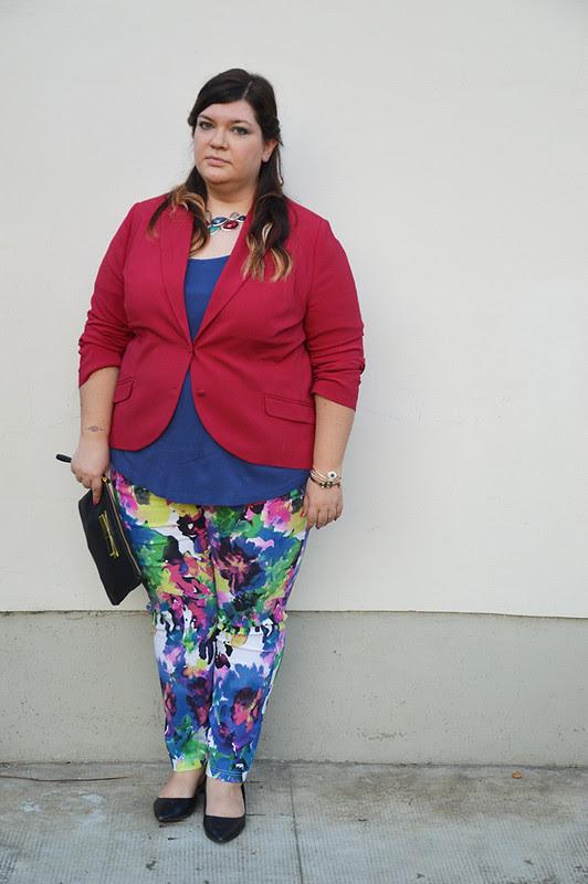 outfit pantaloni colorati e giacca aile1