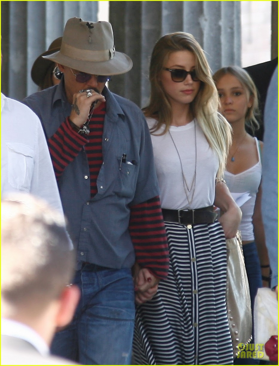 Johnny Depp Amber Heard Hold Hands At Neues Museum Photo 2912801