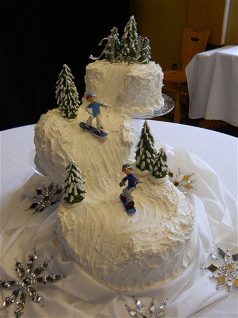 25  best ideas about Snowboard Cake on Pinterest