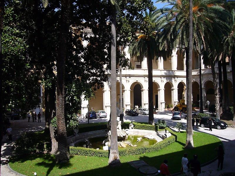 File: Palazzo Venezia cortile grande 1050324.JPG