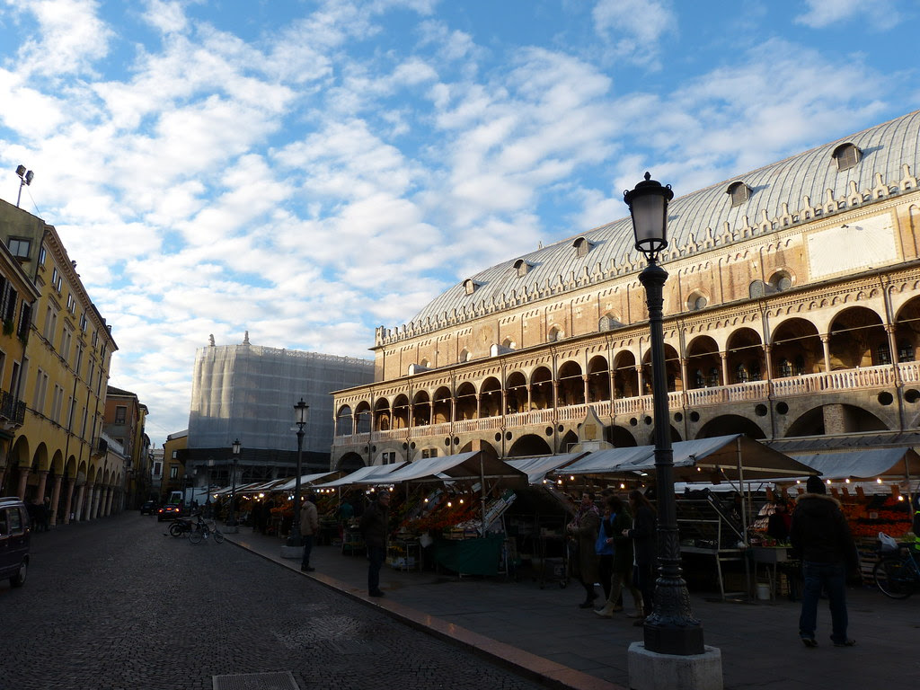 Piazza della Frutta, Padua