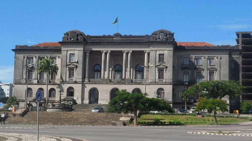 """Banco de Moçambique injectou mais de 100 milhões no Moza para evitar """"terramoto"""""""