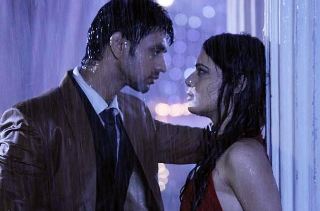 Image result for Ranveer-Ishaani's romance in 'rain' in Meri Aashiqui