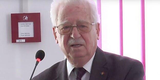 Iulian Vlad bei einer Buchpräsentation im Jahre 2012